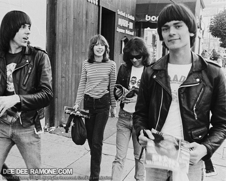 Joey Ramone Hijos: DEE DEE RAMONE . Com *}